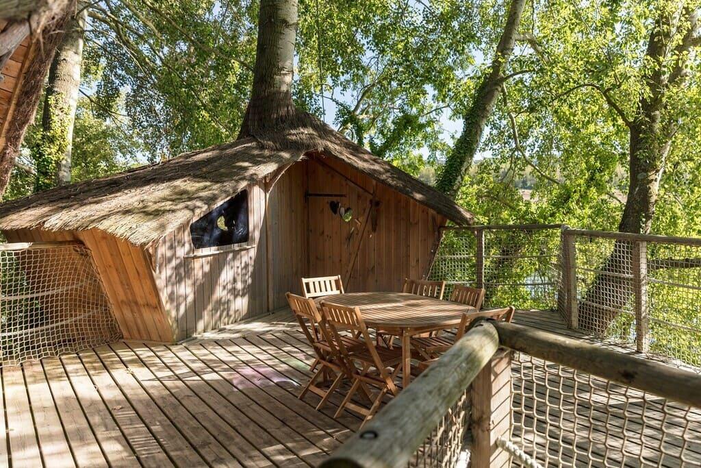 Cabane perchée en bois