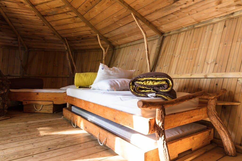 Intérieur d'une cabane perchée